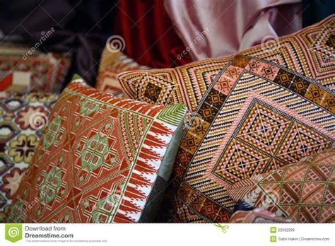 cuscini ricamati cuscini ricamati arabo immagine stock immagine di