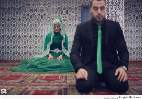 muslim bride and groom praying at mosque muslimah photos