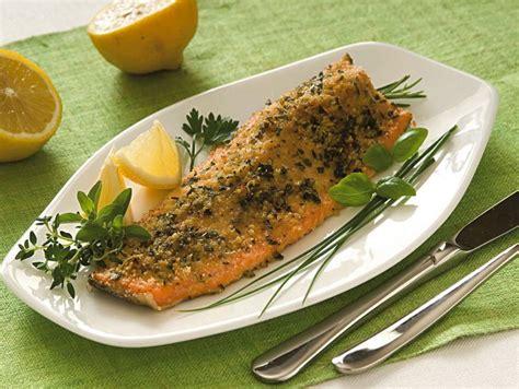 cucinare la trota salmonata ricetta trota salmonata aromatica donna moderna
