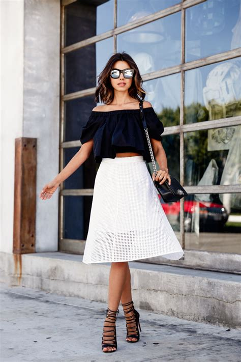 Trends For Summer Eyelet Accents When You Just Cant Commit Second Cty Style Fashion Second City Style 4 by This Is How You Should Wear The The Shoulder Trend