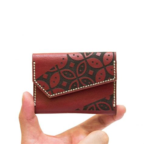 dompet kartu nama motif batik kawung warna maroon ku ka