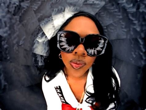 Lil Kim Light Skin by 7 Makeup Problems For Girls With Dark Skin Gurl Com