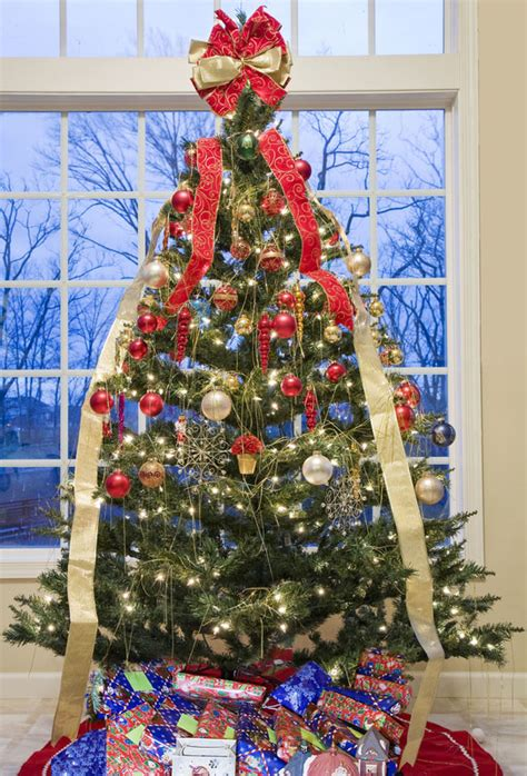 draping ribbon on christmas tree decorating a christmas tree with ribbon slideshow