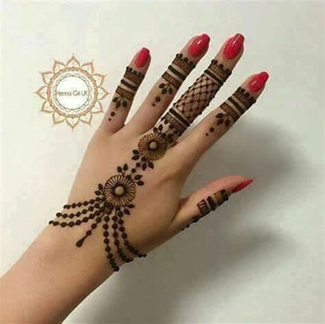 trending minimal new bridal mehndi design ideas for this