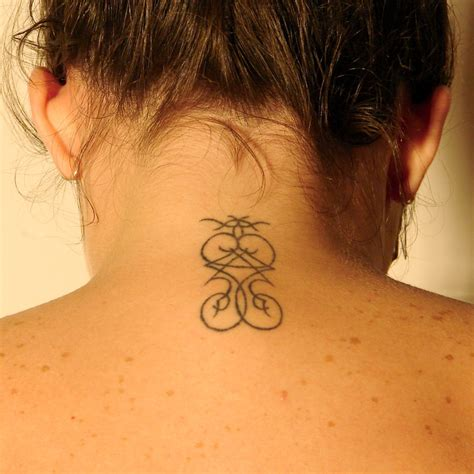 tattoo on neck pics neck tattoo by eeyoremd on deviantart
