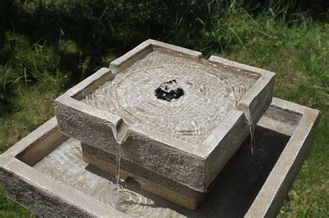 solarbrunnen garten solarbrunnen romantik solarspringbrunnen garten brunnen