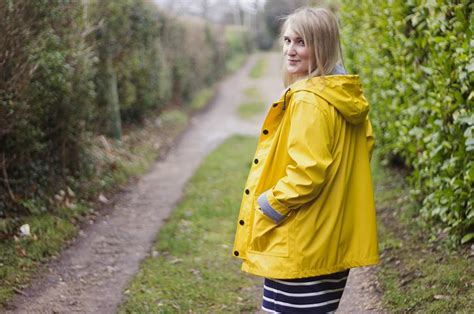 blogger yellow the classic yellow rain coat trend raindrops of sapphire