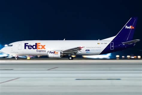 fedex colors finally a 737 painted in fedex colours aviation