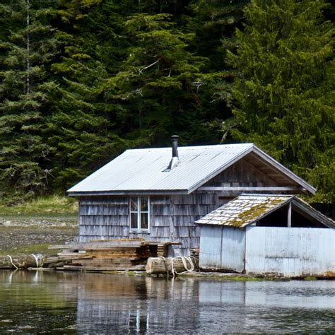 floating log cabin photography
