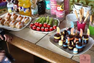 Kindergeburtstag Rezepte Fingerfood by Erdbeer Weintrauben Schlangen Ein Lustiger Gesunder Snack