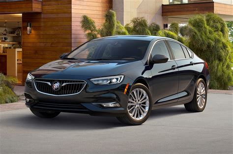 buick regal 2018 buick regal sportback front three quarter motor trend