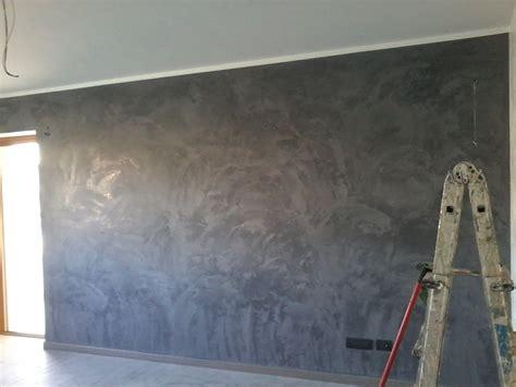 pittura veneziana per interni foto parete a stucco veneziano grigio antracite di chelin