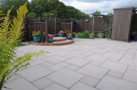 paved backyard ideas top 28 paved backyard paver patio ideas with useful function in stylish designs