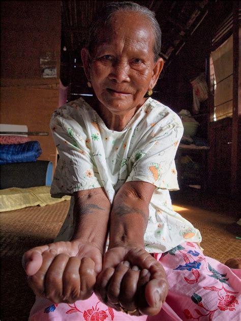 tato orang dayak paket wisata suku dayak iban danau sentarum pesona