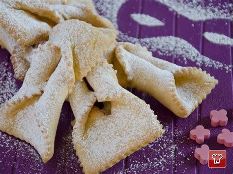 dolci diversi le chiacchiere tradizionale dolce di carnevale assumono