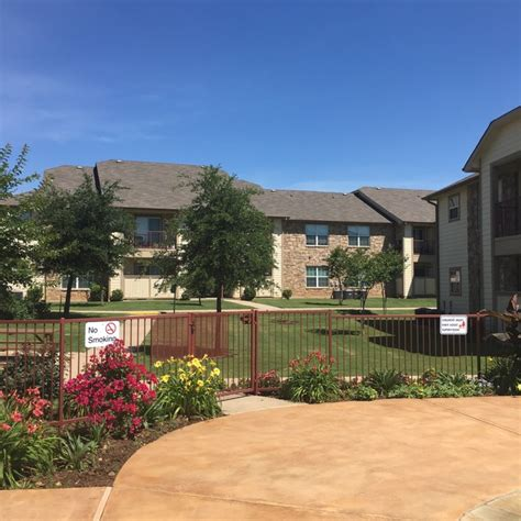 lakeside appartments lakeside apartments rentals granbury tx apartments com