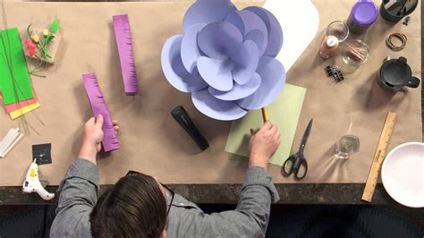 How To Make Big Flowers Out Of Tissue Paper - how to make paper flowers