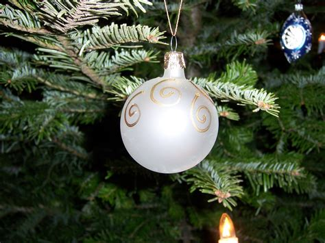 white ornament christmas wallpaper 519015 fanpop