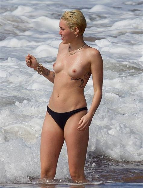 Miley Cyrus Y Su Gran Pillada Haciendo Topless En Hawaii La Biblioteta