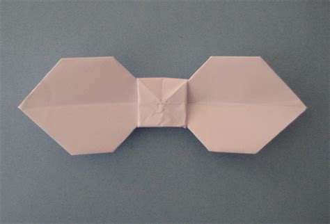 Easy Origami Bow Tie - how to make a traditional origami bow tie
