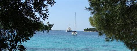 catamaran sailing dubrovnik dubrovnik and sailing adventure croatia tours ireland