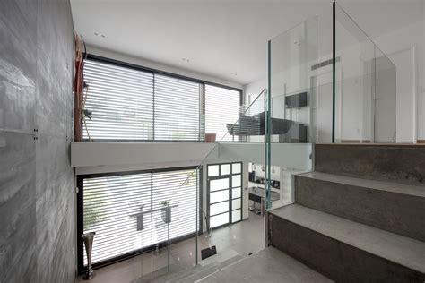 Escalier Moderne Beton by Maison Moderne Avec Escalier B 233 Ton Et Garde Corps En Verre