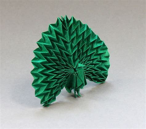 Peacock Origami - beautiful exles of origami paper hongkiat
