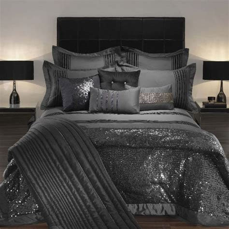 Rhinestone Bedroom Decor by 25 Best Ideas About Bling Bedroom On Chanel