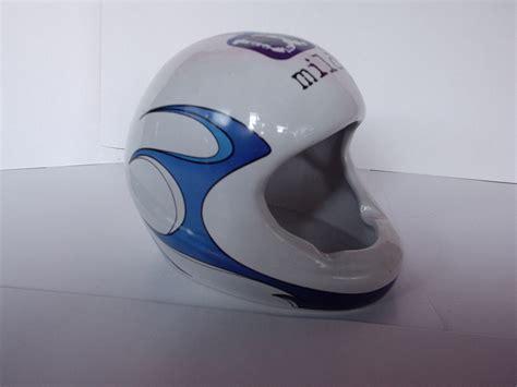 cara bungkus kado helm produk mug souvenir