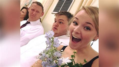 reddit wedding stories couple explains story behind wedding bouquet photo that