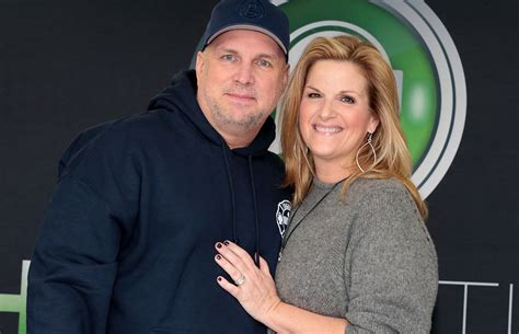 trisha yearwood and garth brooks are dreaming of christmas