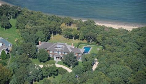 bill clinton house bill and hillary clinton downsize their summer home to pay