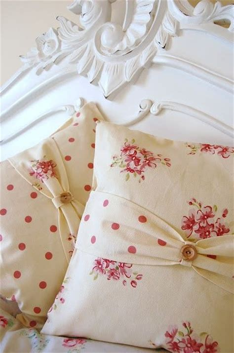 cushions shabby chic pin by torres on dormitorios cojines mantas