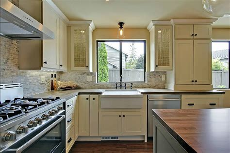 Rustoleum Cabinet Paint Colors by Before Amp After A Stunning Two Toned Kitchen Remodel