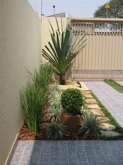 como decorar jardins pequenos pedras pin jardins pequenos grama fotos e pedra decora o
