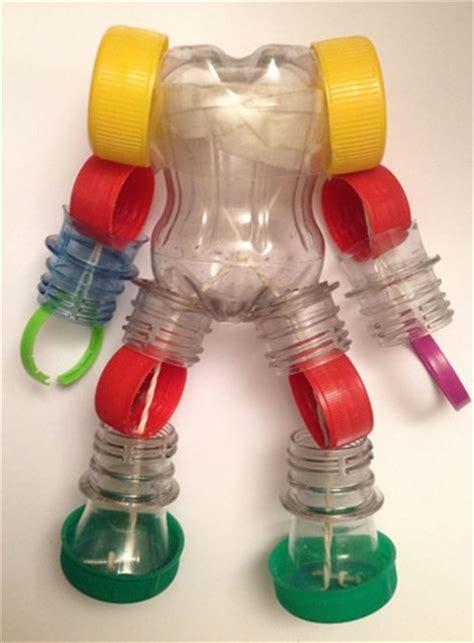 robots de trozos de botellas como hacerlos ense 241 a a tus hijos a armar juguetes con botellas de