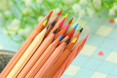 high quality colored pencils high quality tin box color pencil of 60 colors drawing