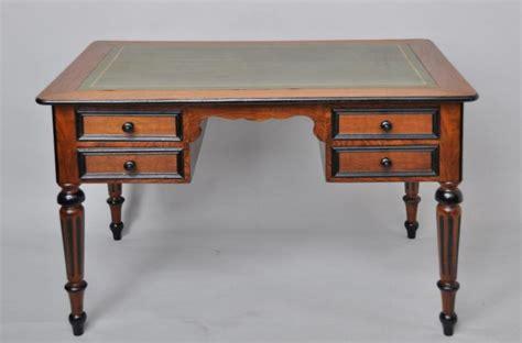 m騁ro bureau antieke bureaus plat bureau in noten met noten en