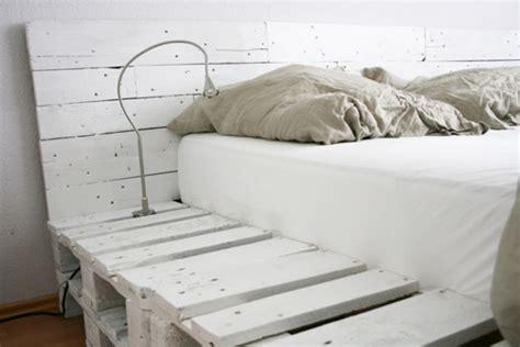 Bouwtekening Pallet Bed by Reader S Improv Dig This Fab D I Y Pallet Bed