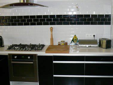 carrelage cuisine noir brillant cuisine meubles stratifie noir brillant carrelage mural