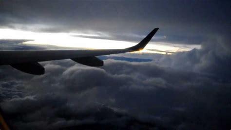 decollo aereo dalla cabina decollo dalla cabina di pilotaggio durante un temporale