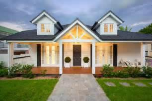 Modern Baby Gate Hampton Queenslander Style House Beach Style Exterior