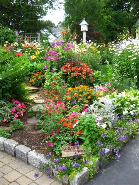 Flower Garden Projects That You Can Do It Yourself Flowers For A Cottage Garden
