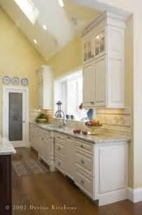 Kitchen Yellow Walls White Cabinets 1000 Ideas About Yellow Kitchen Walls On Pinterest