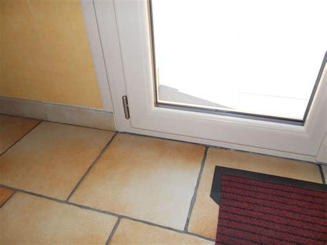 Poser Une Porte D Entrée 4023 by Beau Seuil De Porte Interieur Renaa Conception