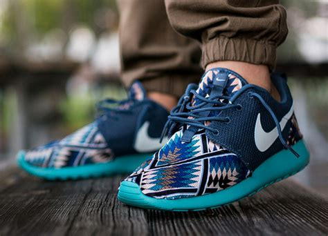 tribal pattern roshe runs nike roshe run tribal blue par niwreig