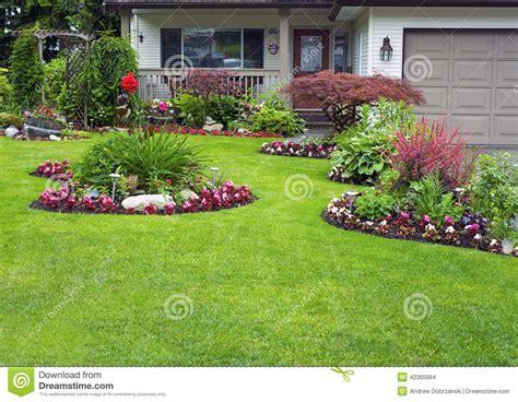 imagenes jardines casas casa y jard 237 n manicured foto de archivo imagen de