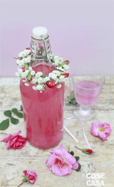 fiori per decorare fai da te decorare le bottiglie con i fiori cose di casa