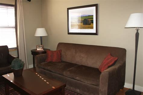 green room burlington vt sitting room area picture of green mountain suites hotel south burlington tripadvisor