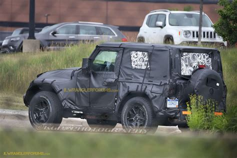 jeep truck spy photos 2018 jeep wrangler spy photo 2018 jeep wrangler jl